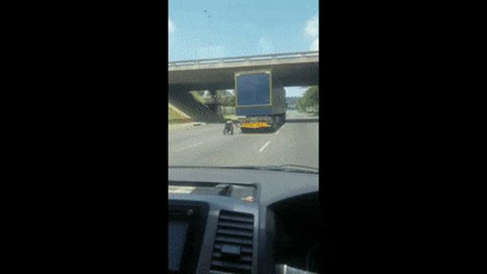 Vozač nije mogao vjerovati svojim očima kad je na autocesti ugledao ovaj detalj na stražnjem kraju kamiona