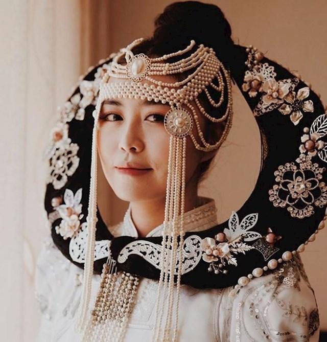 """Mongolske mladenke nose haljine s uzorkom koje se zovu """"deel"""" i nose se već stoljećima."""