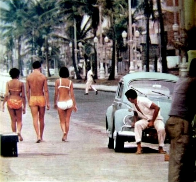 Šetnja na plaži Ipanema, Rio de Janeiro tijekom 1970-ih.