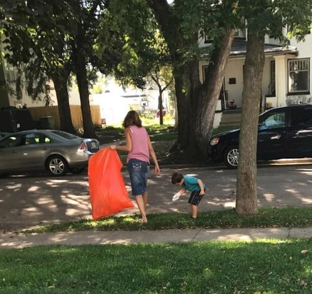 """""""Moja susjeda sa sinom kupi smeće po susjedstvu i uči ga da imamo samo jedan planet te trebamo brinuti o njemu."""""""