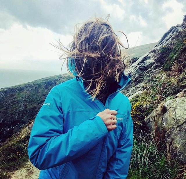 Jak vjetar joj je uništio većinu slika.