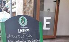 Ovaj kafić je na ulazu ostavio posebno upozorenje za žene i porukom nasmijao prolaznike
