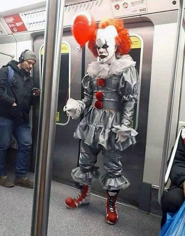 Ovaj klaun je još strašniji od onog filmskog.