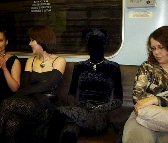 S crnim outfitom ne možete pogriješiti. Crno ide uz sve.