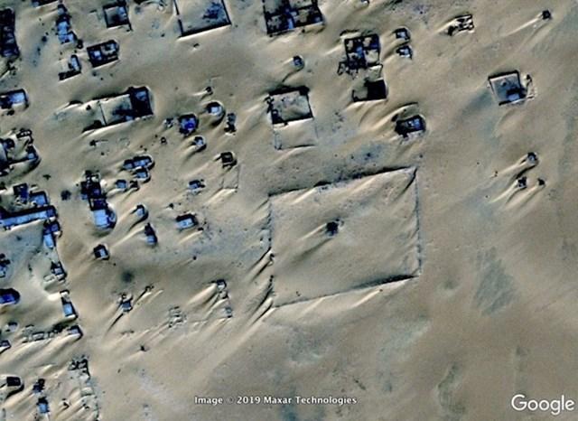Assamakka u Nigeru. Čini se da ovaj grad gubi bitku s pijeskom.
