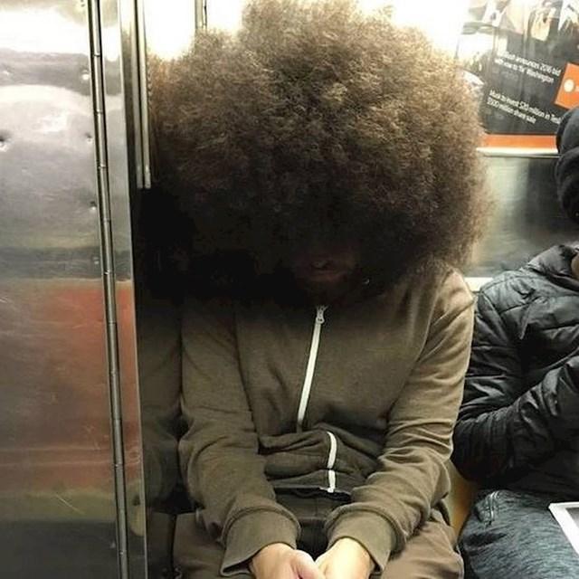 Odlična frizura za one koji žele ostati anonimni.