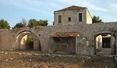 Ova stara talijanska vila bila je napuštena i u jako lošem stanju, obnovom su vratili njen prekrasni izgled