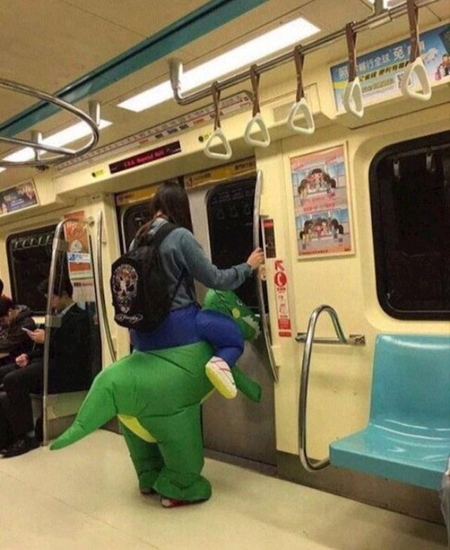 Kad vam je dinosaur umoran jednostavno idite podzemnom.