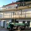 Zaštita na radu mu je napoznat pojam: Netko je slikao kako čovjek u Imotskom farba ogradu na balkonu