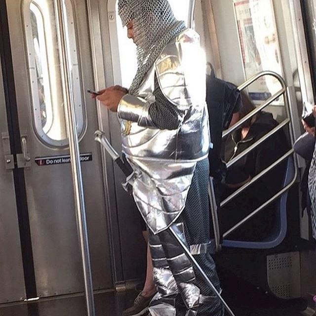Ponekad vam treba oklop i mač za gradsku gužvu.