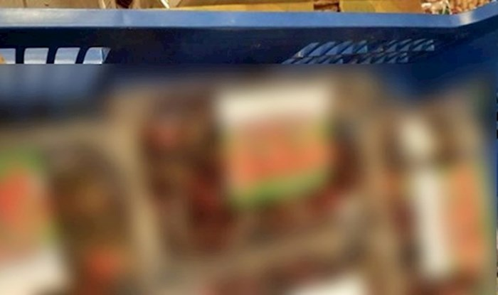 """Kupac je u supermarketu slučajno naišao na čudnu """"greškicu"""", pogledajte što je slikao"""