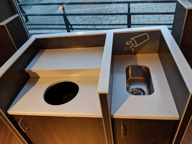Burger King u Norveškoj ima mali lavabo u koji gosti mogu proliti piće koje nisu mogli popiti.