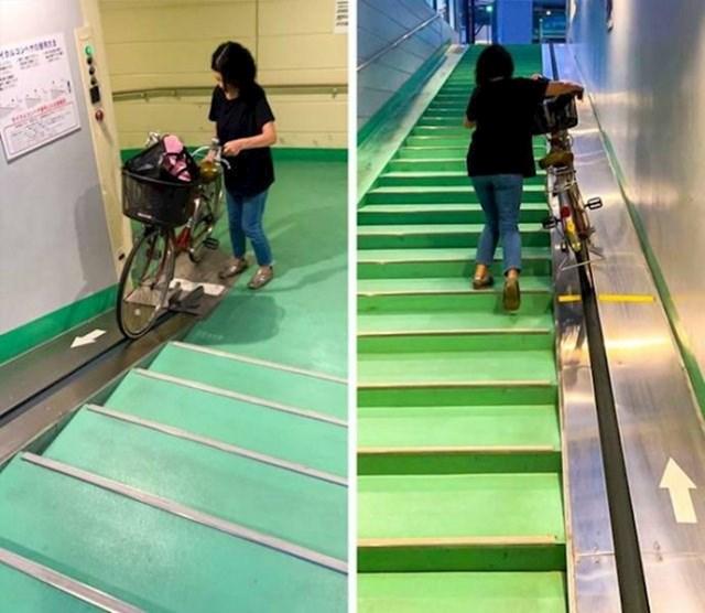 Neke stepenice u Japanu imaju poseban dio pomoću kojeg možete lakše gurati bicikl.