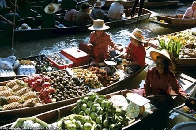 Kupovina na plutajućoj tržnici