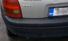 Bosanac je na auto zalijepio natpis koji je nasmijao prolaznike, evo što je pisalo