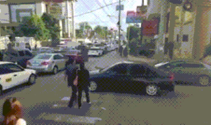 Vozač se zaustavio na zebri, pješaci su mu se osvetili na genijalan način