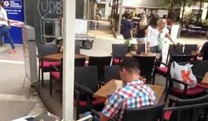 Netko je u Dalmaciji slikao lika koji je zaista vezan za svoj posao, evo kako je došao na kavu