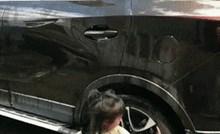 Klinkica je htjela tati pomoći oprati auto, no onda se dogodilo nešto s čim nije računala
