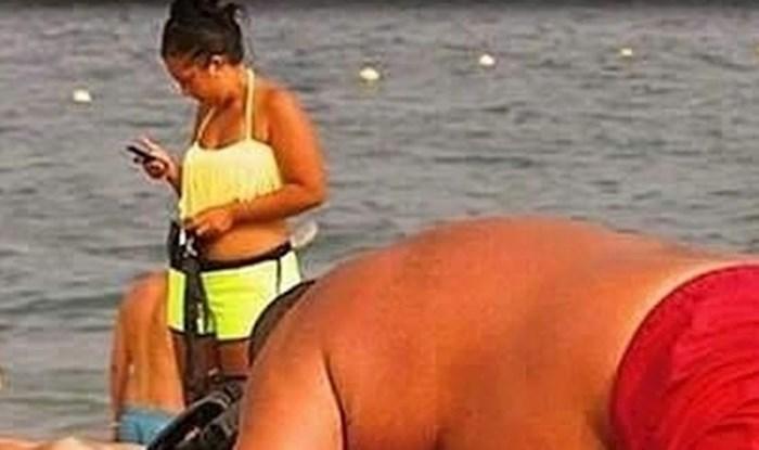 Lik je svoju ženu na plaži stavljao pod strašan pritisak, sve će vam biti jasno kad vidite sliku