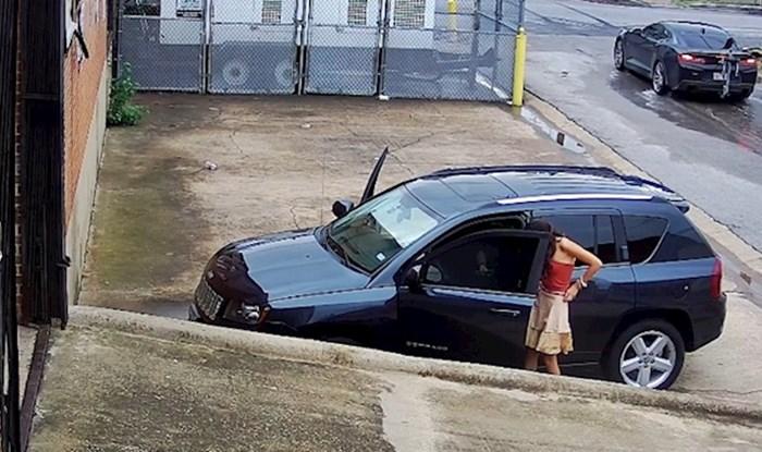 LOŠA ODLUKA Radnik je pokušao upozoriti ljude da ne parkiraju ispred zgrade, nisu ga slušali