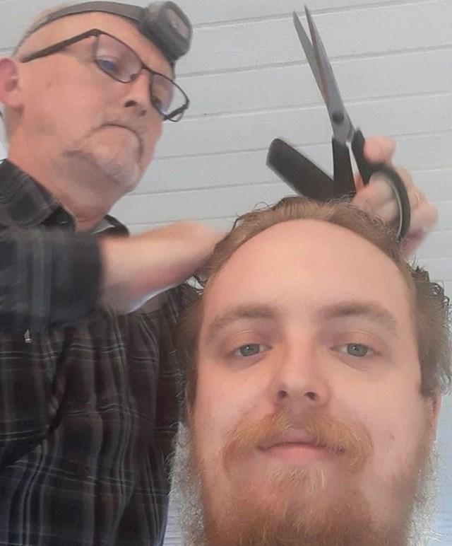"""""""Tata me pitao može li mi ošišati kosu. Želi se izvježbati kako bi mogao šišati mamu jer je bolesna."""""""