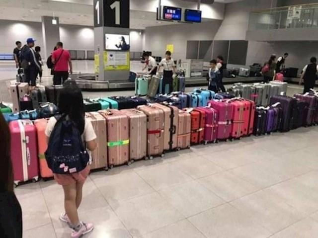Mnoge japanske zračne luke razvrstaju prtljagu po bojama kako bi putnici lakše našli svoje kofere.