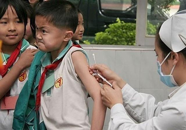Rekli su mu da mora na cijepljenje. Hrabro je prihvatio svoju sudbinu...