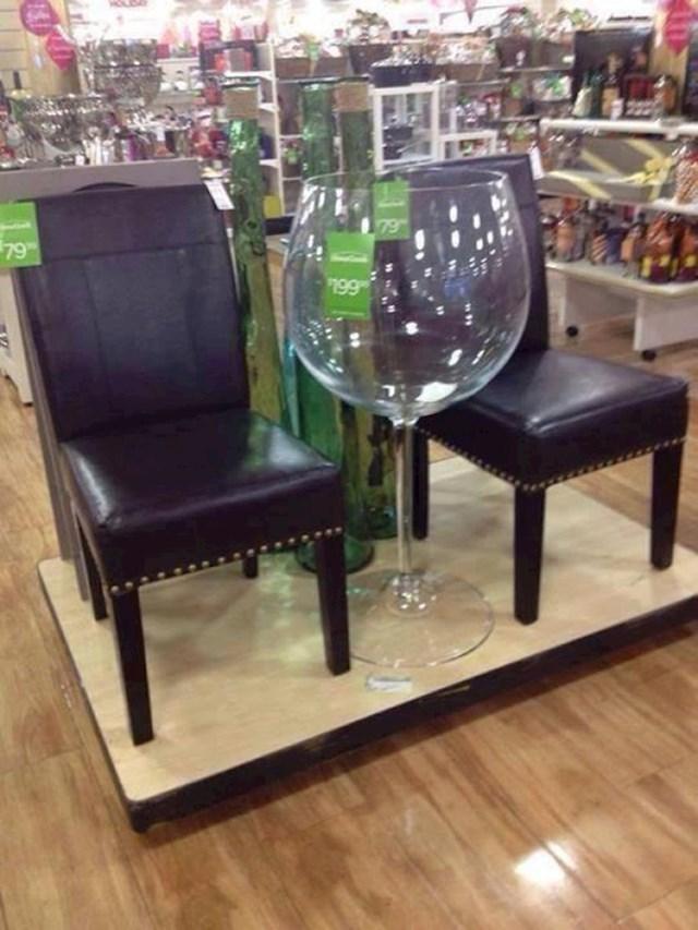 Ogromna čaša za vino