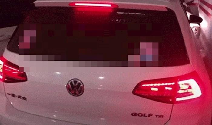 Vozačica je postavila genijalan dodatak za brisač na autu, pogledajte u čemu je fora