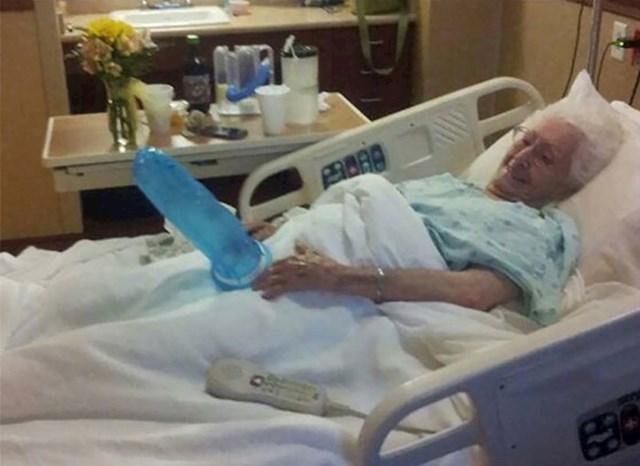 """""""Baka je u bolnici ležala s tri slomljena rebra, no svejedno je bila spremna za šale. Uvijek nas je znala nasmijati."""""""