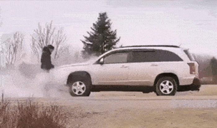 ISPLATI SE BITI DOBAR Ljudi koji su stali kako bi pomogli drugom vozaču dobili su malo iznenađenje