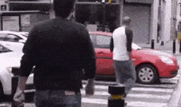 Pješak se osvetio vozačima koji su se zaustavljali nasred pješačkog prijelaza