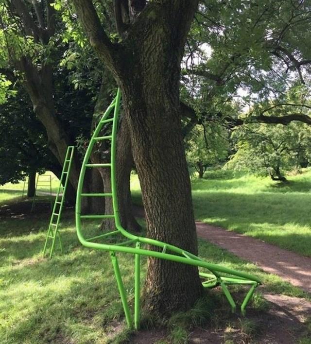 Ovaj park u Danskoj ima ljestve koje djeci pomažu kod penjanja.