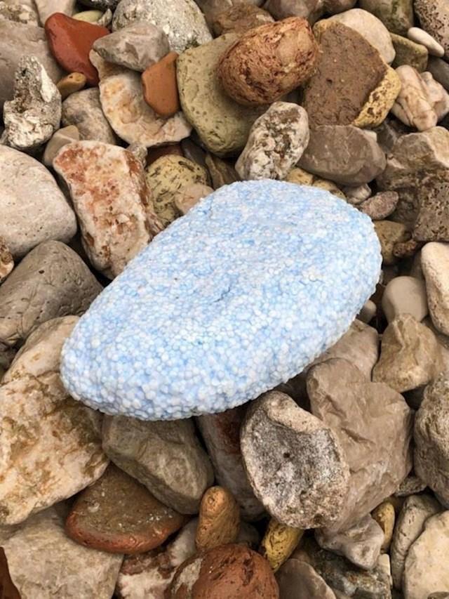 """""""Ovaj komad stiropora je oblikovan utjecajem mora i kamenja, sad i sam izgleda kao kamen."""""""