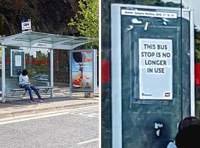 Ova osoba još nije primijetila da se autobusna stanica više ne koristi.