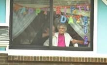 Baka je u samoizolaciji slavila 102. rođendan, ispred kuće ju je dočekalo iznenađenje
