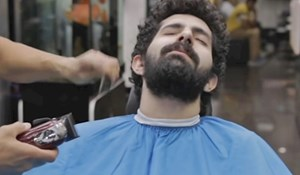 VIDEO U salon je ušao čupav, frizer ga je promijenio do neprepoznatljivosti