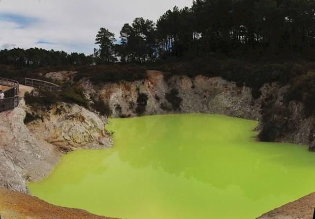 Devil's Bath u Novom Zelandu postao je prava turistička atrakcija, a vidimo i zašto.
