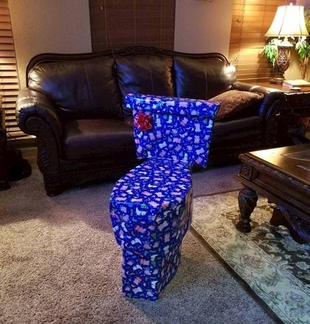 """""""Svake godine sestri poklanjam čudne poklone. Mislim da sam ove godine pretjerao."""""""