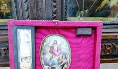 Netko na aukciji prodaje opremu za lov na vampire, pogledajte što se nalazi u kovčegu