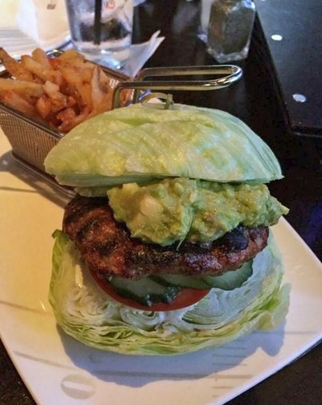 """Vegetarijanac je naručio """"hamburger od zelene salate"""". Dobio je ovo."""