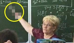 Učenik je uslikao bizaran prizor u školi, pogledajte kako je profesorica objašnjavala gradivo