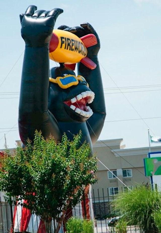 Gorila na napuhavanje - 6000 dolara