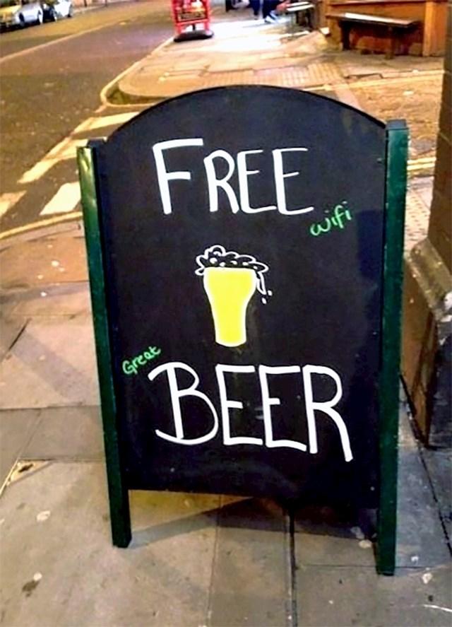 A izgledalo je kao da dijele besplatne pive...