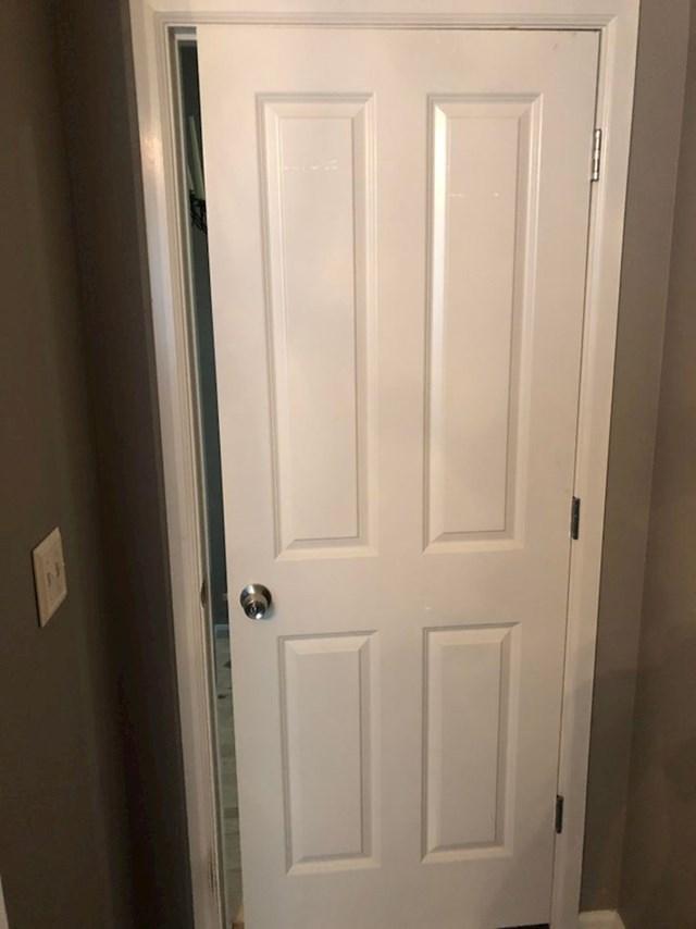 """""""Kad smo naručivali nova vrata za sobe, žena me zamolila da sve izmjerim. Tad sam joj rekao da su sva vrata jednakih dimenzija..."""""""