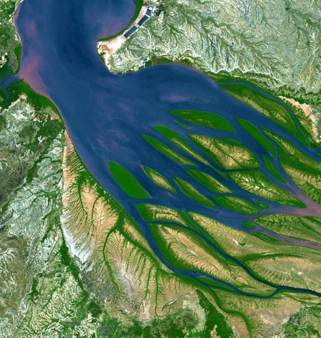 Ušće ove rijeke na Madagaskaru izgleda kao plava hobotnica s puno krakova.