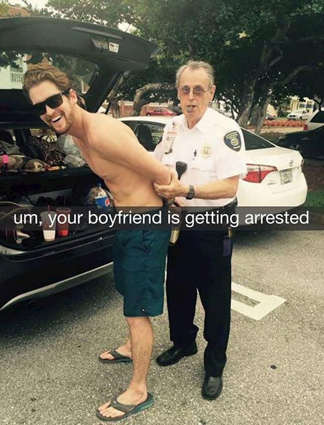 Tek se probudila pa na Snapchatu dobila poruku da joj je dečko uhićen.