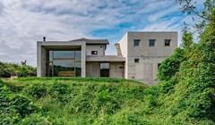Ova brutalistički dizajnirana kuća izgleda kao betonska kocka, unutrašnjost bi vas mogla iznenaditi