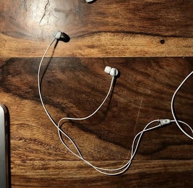 Na slušalice stavite jastučiće različitih boja kako biste u bilo kojem trenutku znali koja je lijeva, a koja desna slušalica.