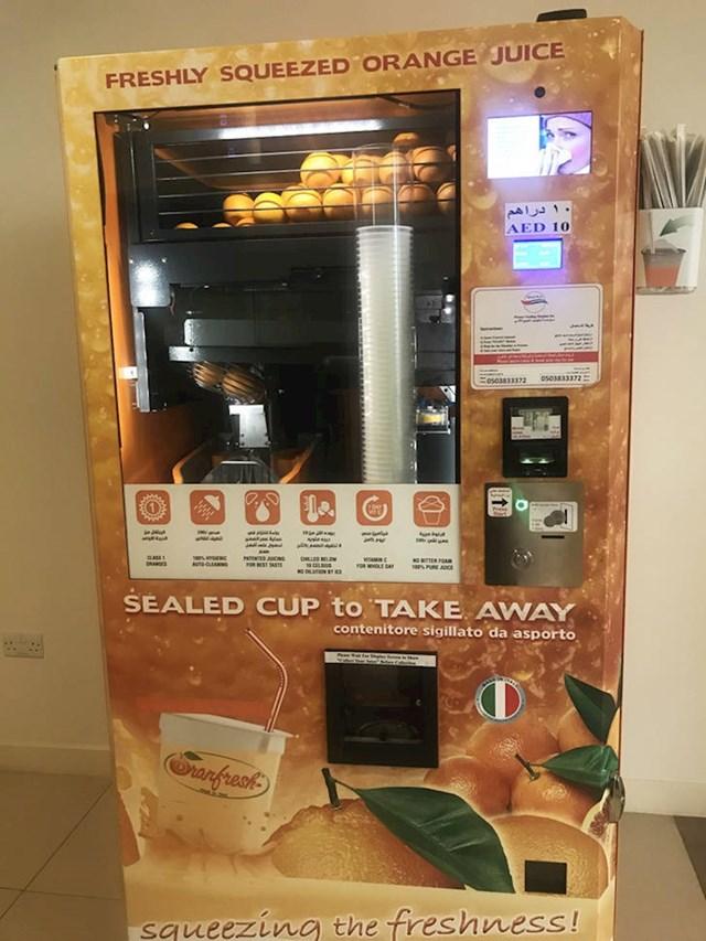 """Ne volite """"umjetne"""" sokove? Ovaj automat će vam iscijediti naranču pred vašim očima!"""